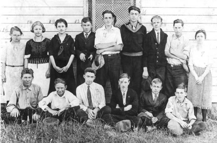 outlot-10-school-class-1922